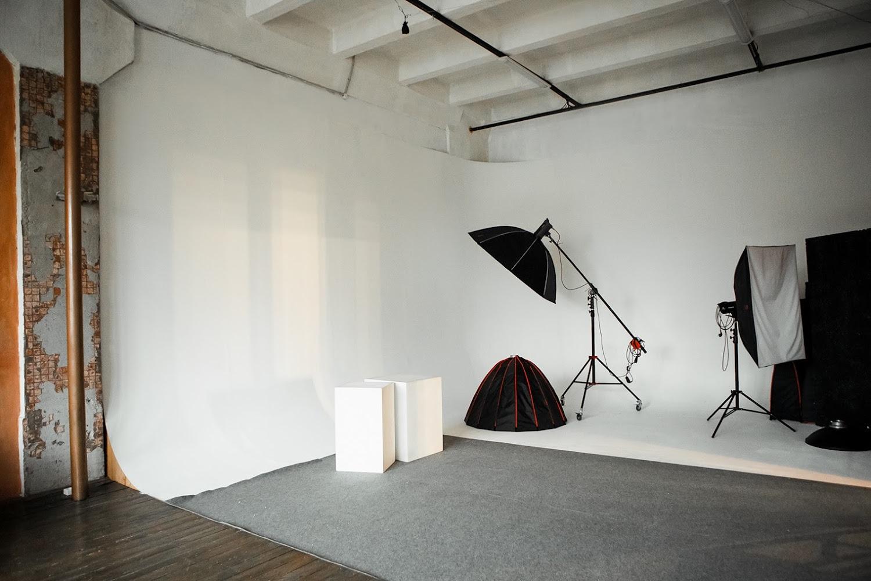 фотостудия в аренду с прозрачным кубом ламели можно