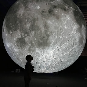 Shoot for the moon by Donna Lane - Black & White Portraits & People ( child, moon, children candids, full moon, moonlight,  )