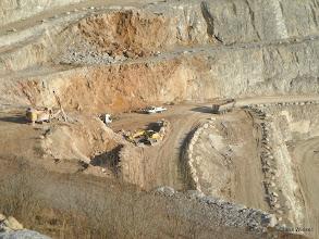 Photo: Sprengung und Abtransport des Gesteins