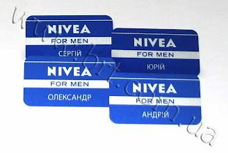 Photo: Бейджи с именами сотрудников. Заказчик: Nivea. Металл, полноцветная сублимационная печать с попаданием в корпоративный цвет