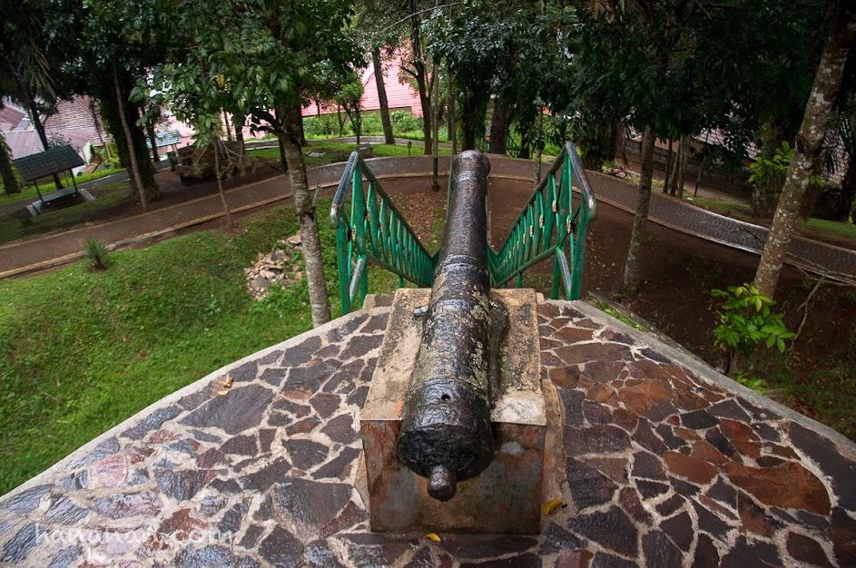 Salah satu meriam yang dipakai saat Perang Paderi yang dipimpin oleh Tuangku Imam Bonjol.
