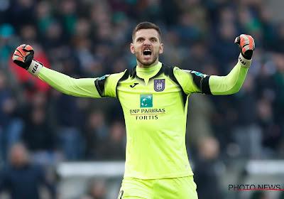 Un intérêt grandissant de Schalke pour Hendrik Van Crombrugge ?