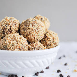 Quick + Easy No Bake Oatmeal Peanut Butter Bites.