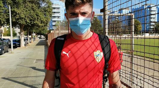 Jordi Escobar no descansa y entrena con el filial del Almería