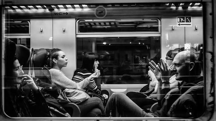 Il finestrino del treno di utente cancellato