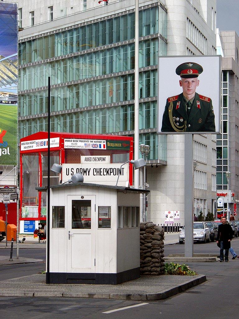 Berlin-Checkpoint_Charlie-Richtung_Osten.jpg