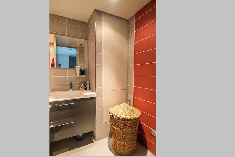Family bathroom at 5 bedroom Triplex Apartment in Ave Foch