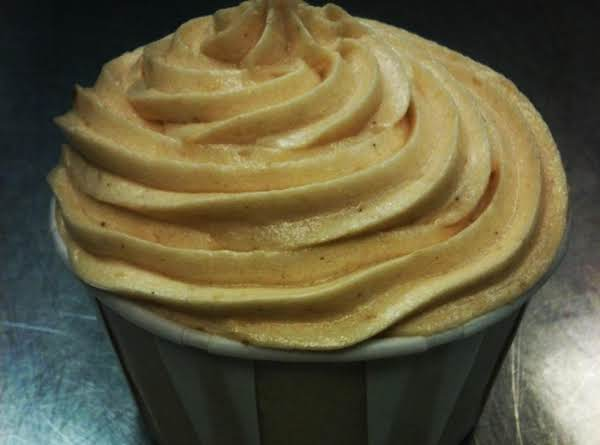 Pumpkin Spice Cupcakes With Pumpkin Mousse Frosting
