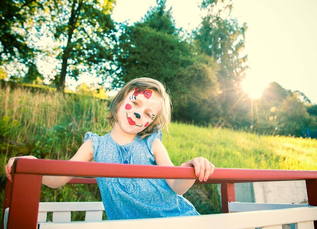Kinderbilder von einem Mädchen geschminckt wie eine Minimaus.