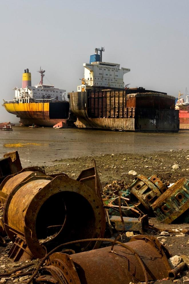 Ship breaking in Alang