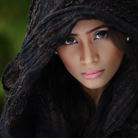 Magnetic Eyes  by Marlon Advincula - People Portraits of Women ( davao, fashion, marlon advincula, people, portrait )