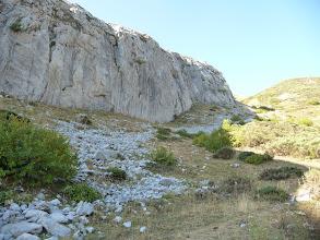 Photo: En caso de duda nos acercamos hacia esta mole rocosa a nuestra izquierda