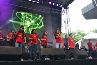 Photo: Los niños de Staff Academy en el festival