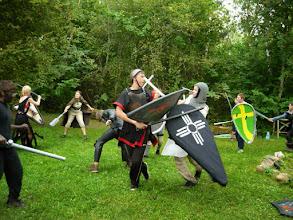 Photo: Vend Eduard annab haldjale ka mõõka tunda.
