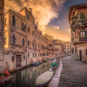 Venezia - Rio de le Muneghete-.jpg