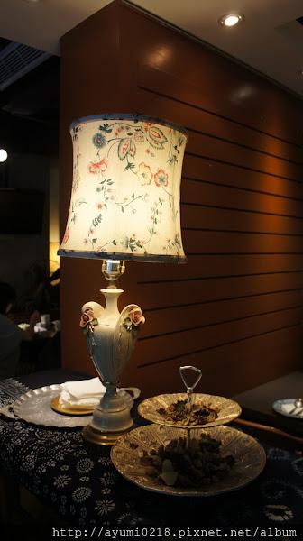 信義 雅痞Art Reading Cafe (雅痞書店)..中世紀歐風咖啡&書店