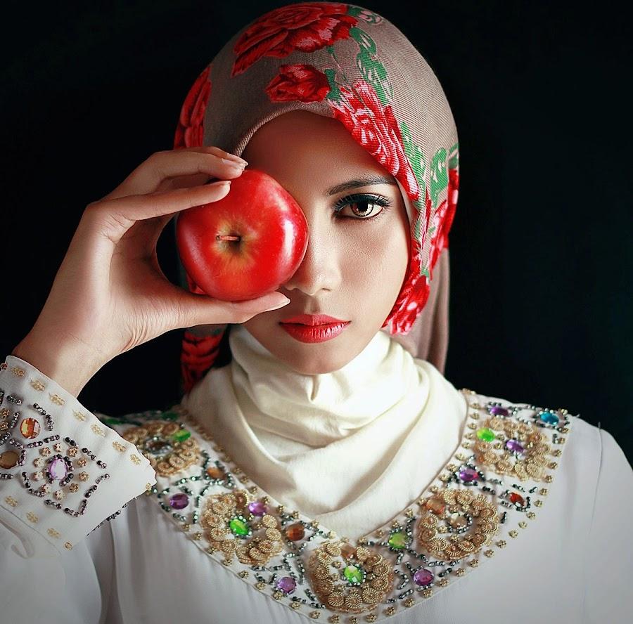 Beauty apple   by Reza Moto - People Portraits of Women ( retouching, mood, beauty )