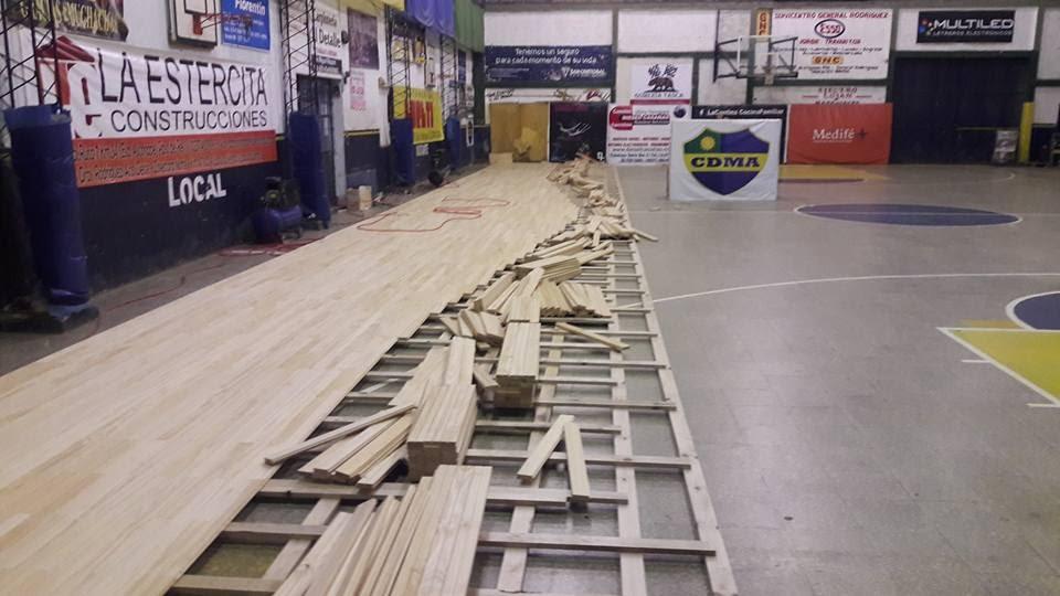 Alem, por colocar piso de madera para la cancha de básquetbol