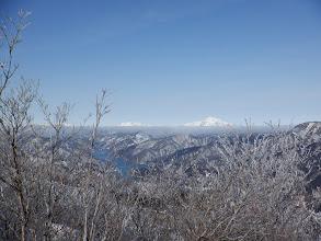 荒島岳と縫ヶ原山(左下に九頭竜湖)