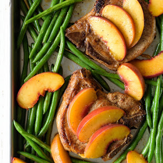 Juicy Baked Pork Chops with Peaches and Green Beans