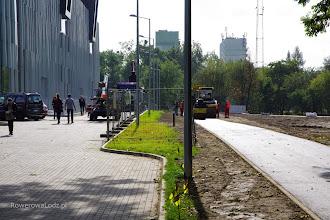 Photo: Droga dla rowerów szerokości 2,5 metra oddzielona trawnikiem od reszty jezdni