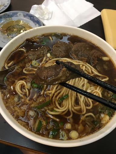 肉大塊,不柴,不會太韌 重點是湯頭入味,喝完竟沒油膩感 👍 即使是男生,份量也很足夠唷