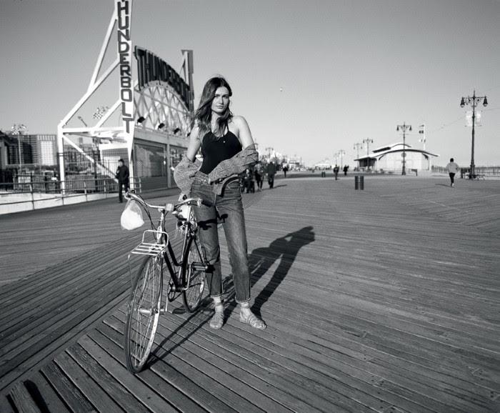 Андреа Диакону Vogue Turkey июль-2016, девушка на велосипеде
