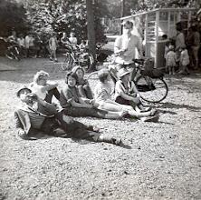 Photo: Lodewijk Meijer, Jantje Hilbrands, Aaltje Hilberts, Bertha Rijnberg, Hilje Schuiling, Willy Moek en Harm Jan Lanjouw