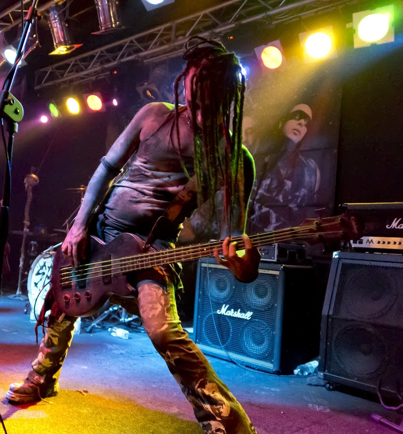Black metal bass di Roberto Simonazzi