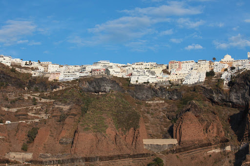fira-buildings-on-cliff.jpg - Fira, the capital of Santorini, as seen from the water.