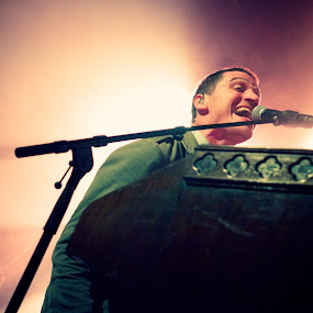 Mutemath singer Paul singing with energy by T.J. Wolsos - People Musicians & Entertainers ( musicians, concert, band, mutemath, photojournalism, low light, nikon, stage )
