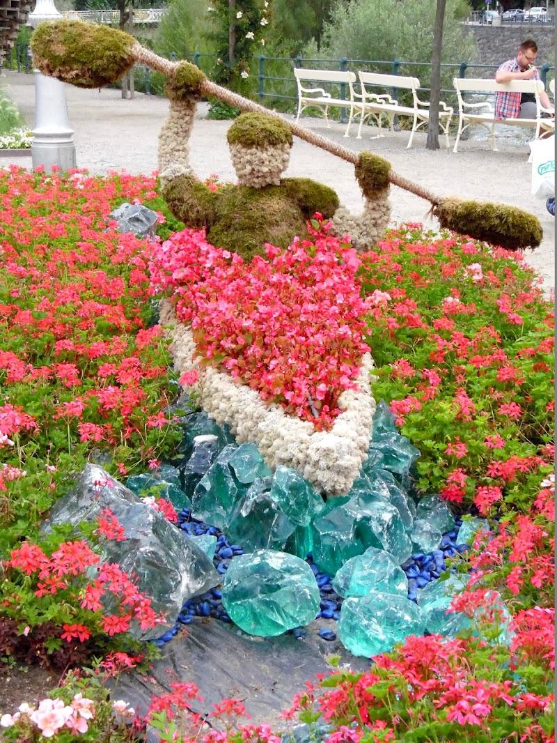 Scultura floreale di supergigi