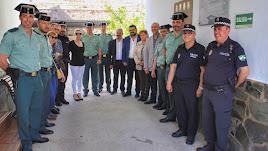 Guardias, policías y alcaldes, tras el acto de Abla.
