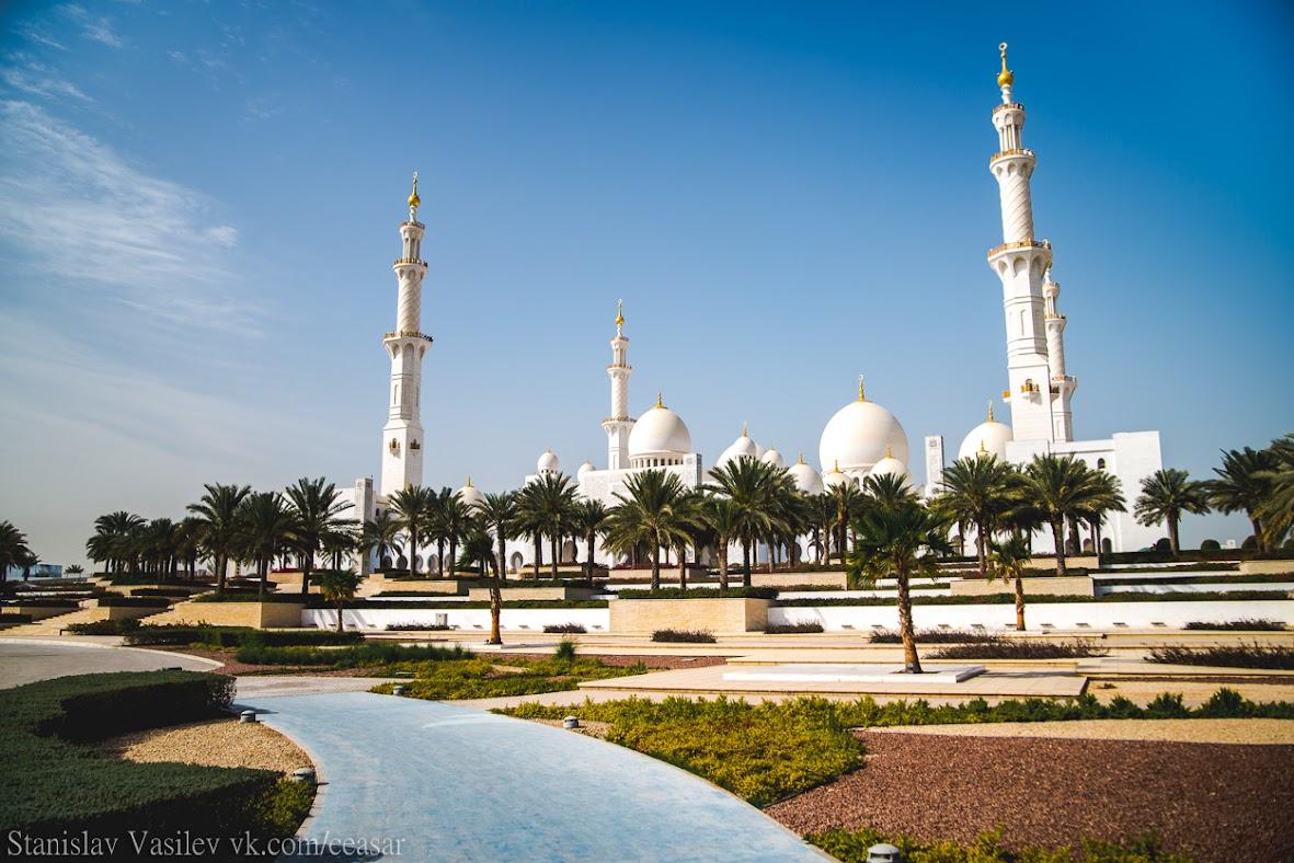 Восточный вход в мечеть шейха Зайда