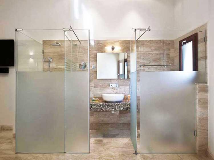 thi công vách kính phòng tắm