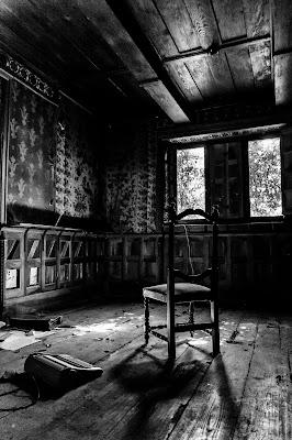 Seduta e abbandonata... di christiandeledda