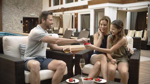 norwegian-bliss-The-Haven-Courtyard-family.jpg -  Bring the whole family to the Haven Courtyard on Norwegian Bliss.