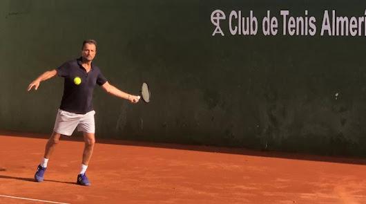 Un tenista internacional, el 'influencer' de Costa de Almería en todo el mundo