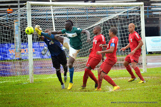 Photo: Alhassan 'Crespo' Kamara with an early attempt on goal [Leone Stars Vs. Equatorial Guinea, 7 Sept 2013 (Pic: Darren McKinstry)]