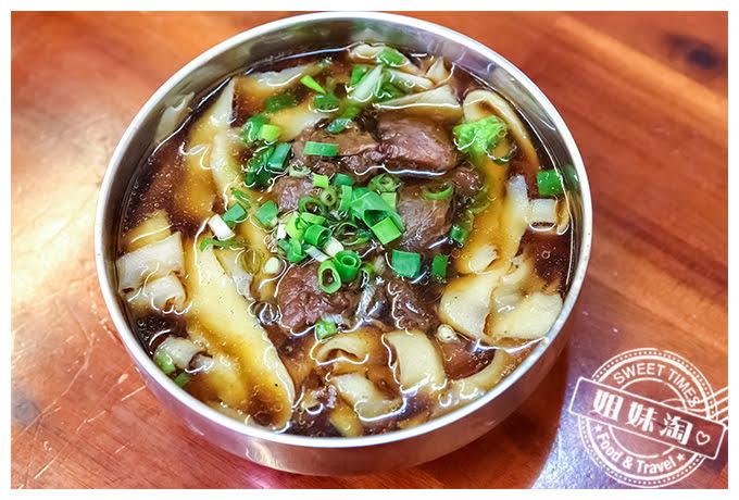 珍味牛肉麵館刀削麵-紅燒牛肉麵