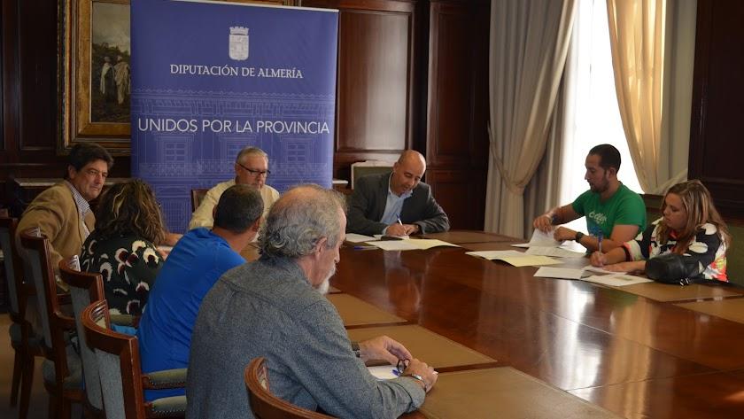 La firma de los contratos se realizó este pasado sábado en la Diputación Provincial de Almería.