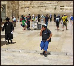 Photo: Иерусалим. Свобода колупаться в носу.