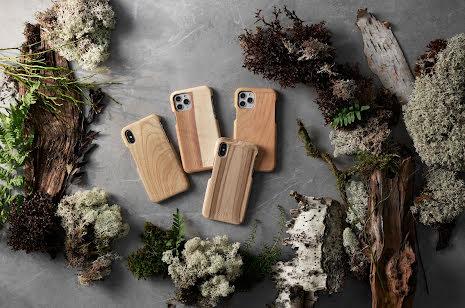 Mobilskal till iPhone X av svenskt hyggefritt trä, natur eller färg