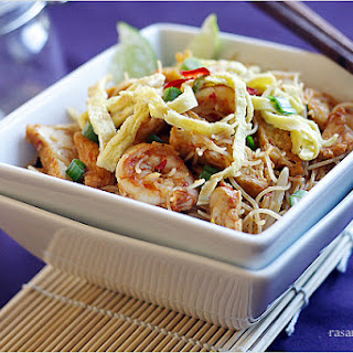 Mee Siam (Spicy Rice Vermicelli).