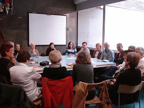 """Photo: La Càtedra M. Àngels Anglada dinamitza un club de lectura que la biblioteca Sofia Barat de Barcelona dedica a la novel·la """"Les Closes"""", de M. Àngels Anglada"""