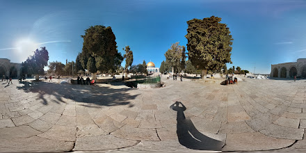 Photo: One last view on the Temple Mount between the Dome of the Rock and the Al-Aqsa mosque