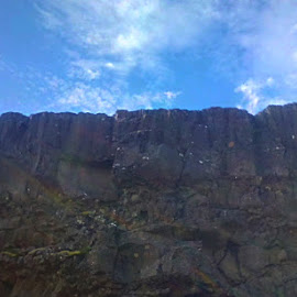 Cliff by Samuel Ribeyron - Instagram & Mobile Android ( rock, cliff, nature, iceland, samuel ribeyron )