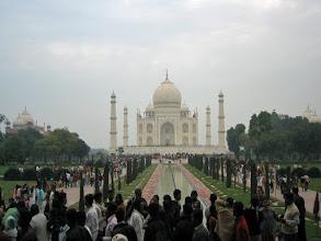 Photo: Turisteja oli aika paljon ... (Dianaa varten mausoleumi kuulemma suljettiin yleisölta)
