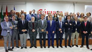 Foto de familia de los integrantes de la Cámara de Comercio.