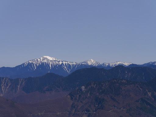 左から仙丈ヶ岳・甲斐駒ケ岳・アサヨ峰など